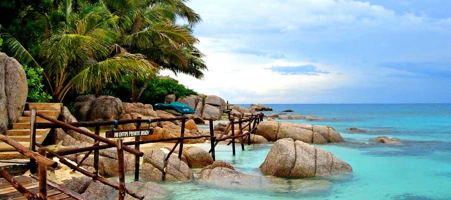 sur la plage à Thaïlande